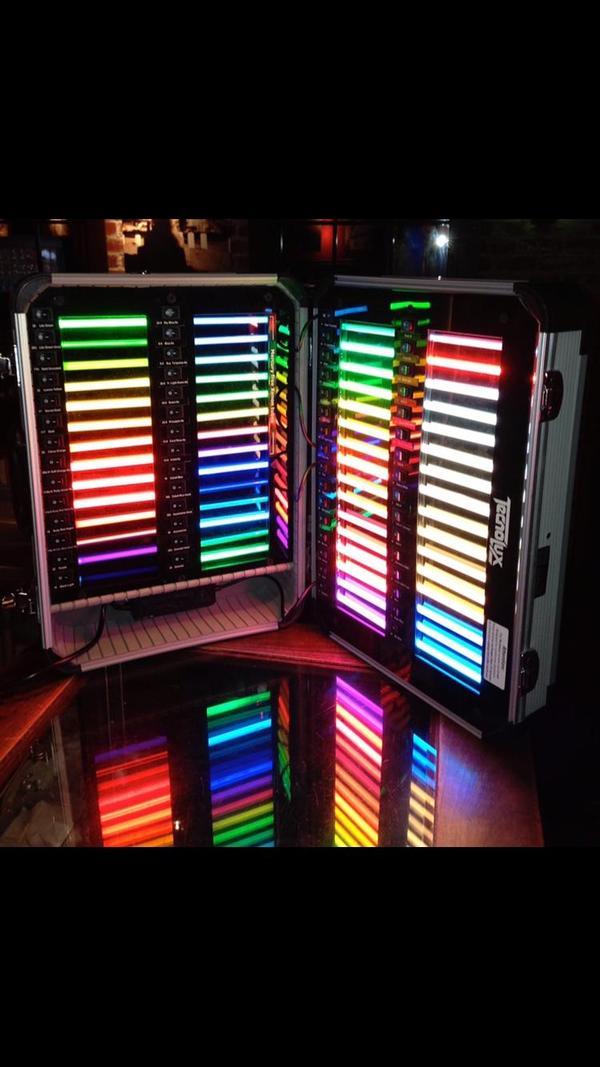Образцы неоновых ламп продавца вывесок. 2012 года