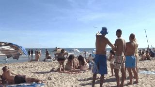 Когда пляжный сезон закончился Пляж, Люди, Реми Гайяр, Самолет, Туристы, Франция, Карнон, Гифка
