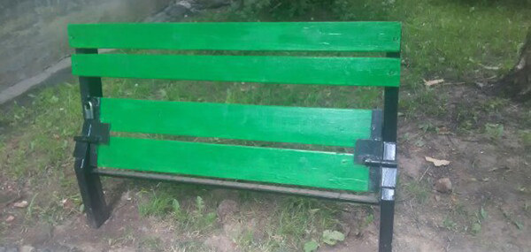 В Ижевске появилась скамейка, закрывающаяся на замок Ижевск, Бабушка, Ноу-Хау