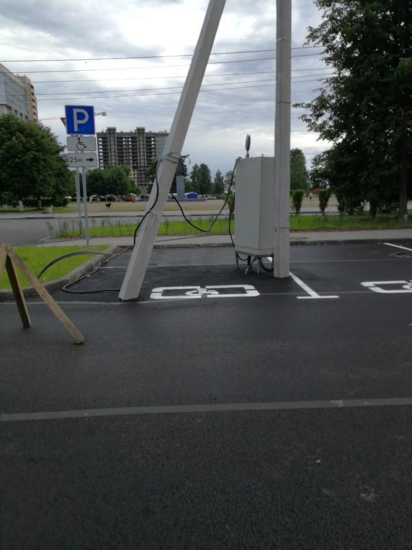 Парковка у тк в Кировске(Лен. обл.)