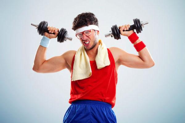 Первая тренировка в тренажерном зале качалка, фитнес