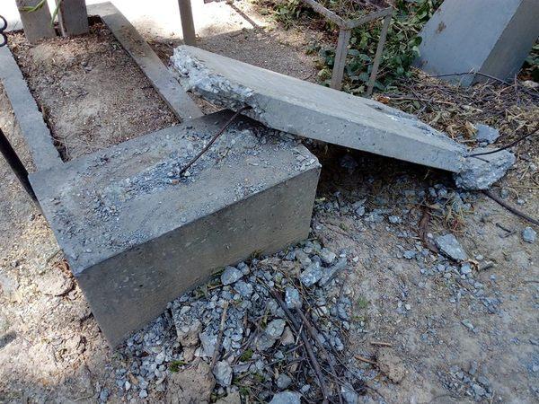 На домрабадском кладбище в Ташкенте, разрушили надгробные памятники кладбище, Вандализм, деревья, длиннопост
