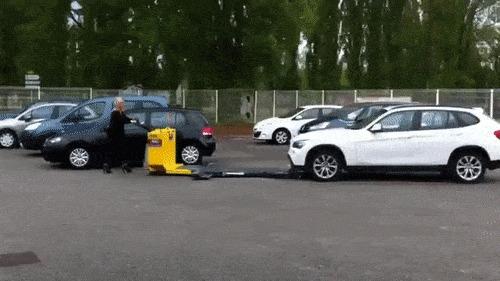 Как вам такой способ парковать машину?
