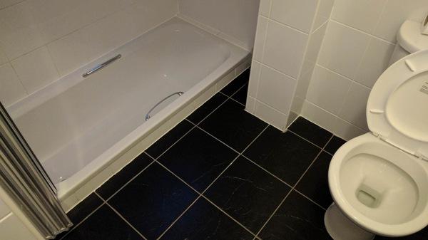Ванна в этом отеле находился ниже уровня пола