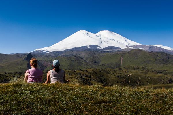 Три спящих вулкана Эльбрус, горы, медитация, август в горах, Джылы-Су