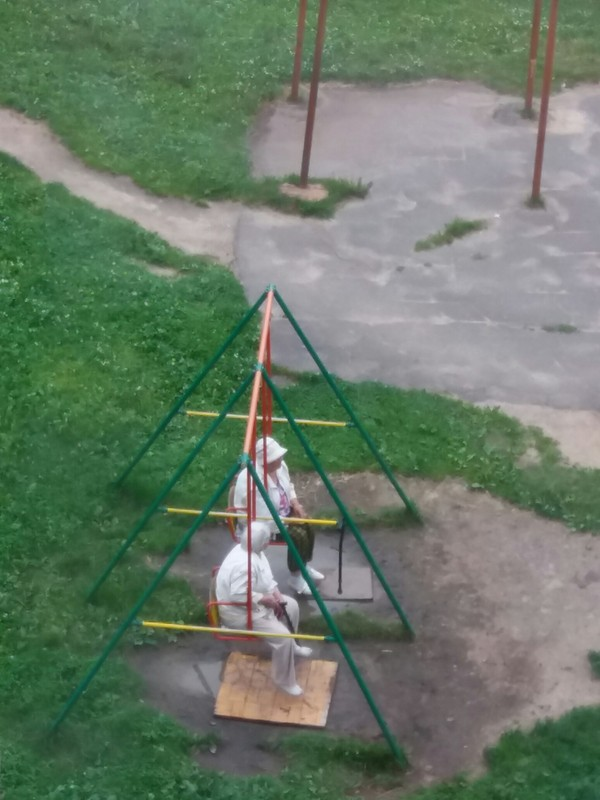Бабки-оккупантки моего двора. Злые бабки, Наглость, Качели, Длиннопост