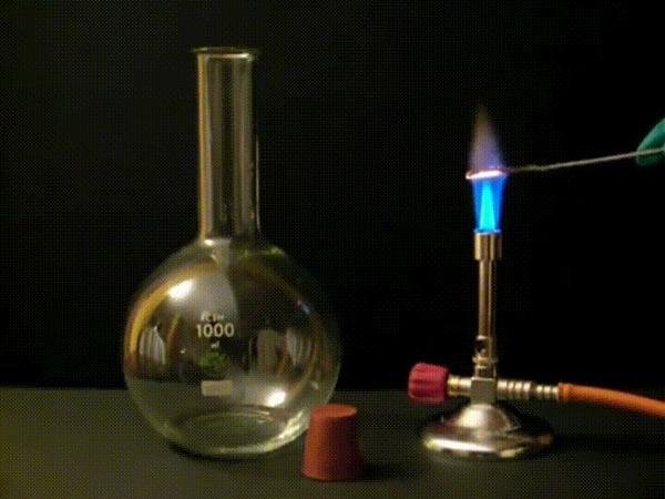 """Реакция """"Аммиачные светлячки"""" Гифка, Реакция, Окисление, Химия, Лига химиков"""
