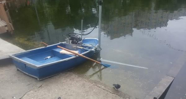 Водорослекосилка. лодка, газонокосилка