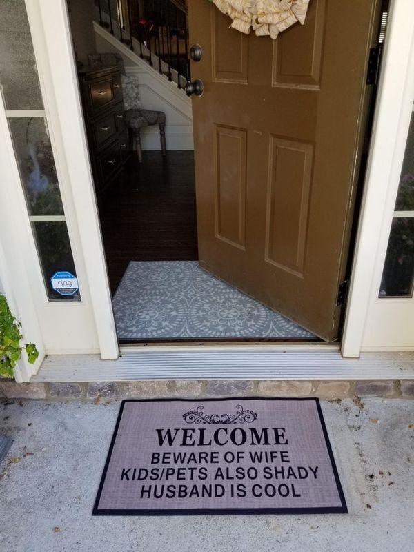 Я даже знаю, кто в этой семье купил коврик добро пожаловать, коврик, предупреждение, семья, дверь