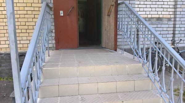 Тяжко нынче инвалидам инвалид, лестница