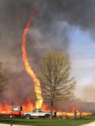 Мало того, что пожар, так еще и смерч начался..
