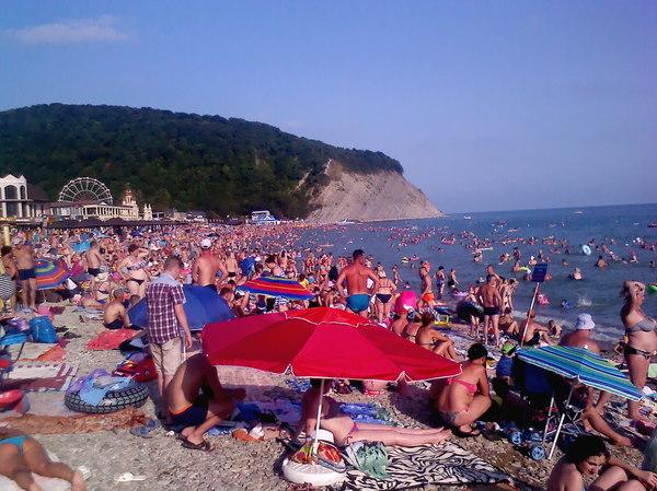 Архипо-Осиповка. Август 2017. Доплыть бы до чистого моря... отдых, Черное море, Архипо-Осиповка, аншлаг