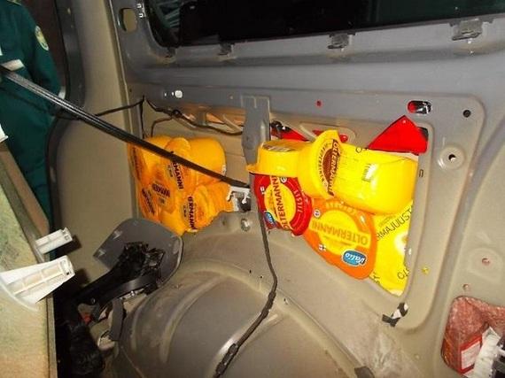 99 кг финского сыра пытался ввезти в Петербург водитель микроавтобуса сыр, Таможня, Санкт-Петербург, криминал, санкции, контрабанда