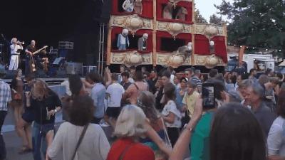 Как круто куражнуть без пьяных драк? Танцы, Фестиваль, Культура, Европа, Гифка