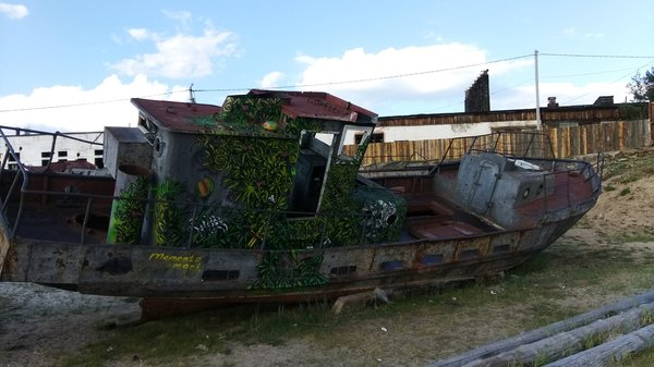Арт-объект из старых кораблей граффити, Корабль, Космический корабль, Байкал, Ольхон, длиннопост