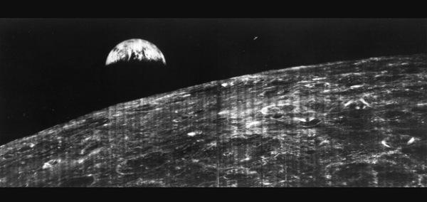 Первое фото Земли, снятое над поверхностью Луны Лунар орбитер, космос