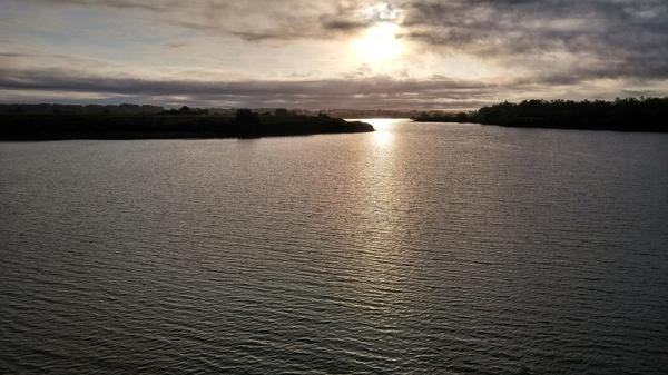 Рассвет на реке Река, рассвет, Небо, солнце