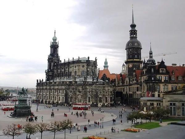 В Дрездене побили пьяного американского туриста за нацистское приветствие новости, Германия, дрезден, туристы, Американцы, зига