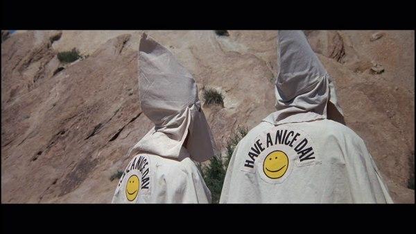Всегда приятно встретить вежливых людей ) стопкадр, кадр из фильма, позитив, не расизм, Ку-клукс-клан