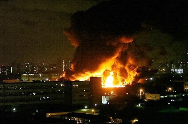 На севере Москвы произошел крупный пожар. пожар, медведково, Бессоннаяночь, ситилинк, майнинг