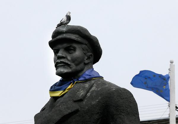 Украина отчиталась о полной победе над Лениным Ленин, Украина, политика
