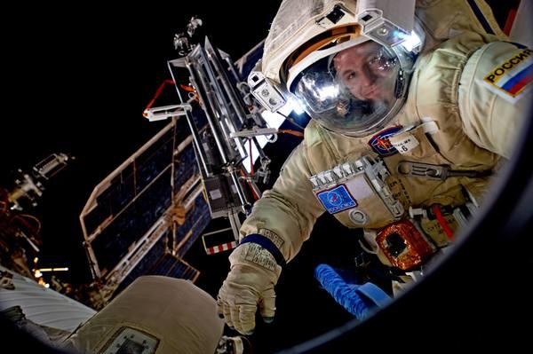 А тем временем, наши вышли в открытый космос(вчера) МКС, космос, Россия, длиннопост, фотография, Сергей Рязанский, Федор Юрчихин
