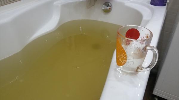 Если вам кажется, что вода в кружке чистая, то это не значит, что она чистая на самом деле грязная вода, ванна, кружка