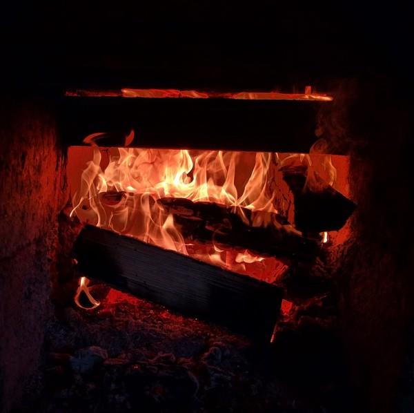 Немного огонька в ленту огонь, фотография, без фильтров, баня, горячо, адское пламя, вечер на даче