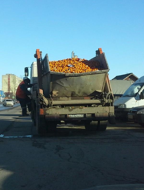 Самосвал нового года. мандарины, грузовик, мусор, Новый Год