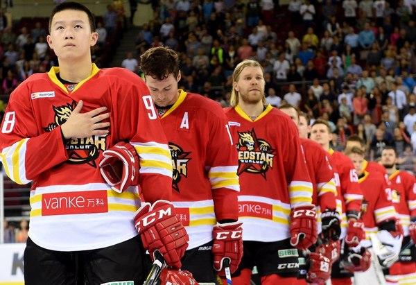 Тор играет за китайскую хоккейную команду хоккей, Китай, тор, двойники