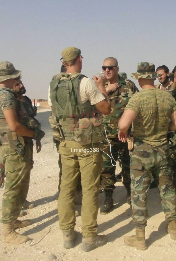 Группа музыкантов продолжает давать горячие  концерты в жарких пустынях где-то в Сирии Сирия, фотографиии, военные, длиннопост