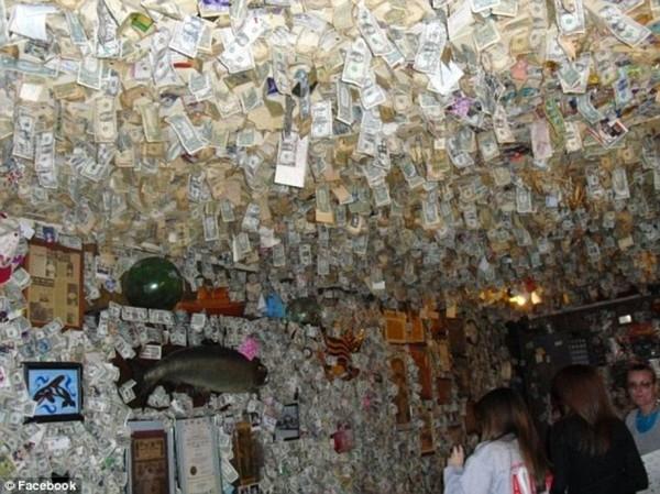 Уборка в ресторане принесла прибыль в 10 000 долларов ресторан, оклеенный долларами, уборка, деньги на благотворительность, Fat Smittys, США, длиннопост