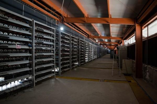 Как устроена одна из крупнейших биткоин-ферм в мире Гаджеты и вендоры, биткоины, майнинг, Китай, ферма, onliner, длиннопост