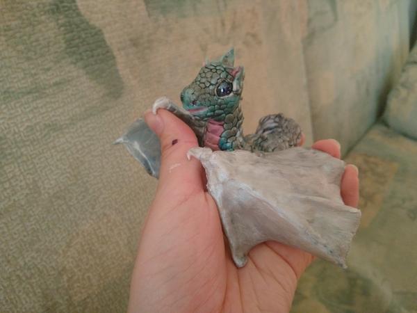 На Пикабу полно драконов, но вот вам ещё) дракон, полимерная глина, моё, акрил, творчество, ручная работа
