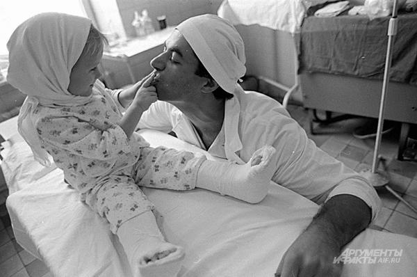 История о том, как в 1983 г. впервые в мире ребёнку пришили обе ноги. ссср, операция, дети, косарь, длиннопост