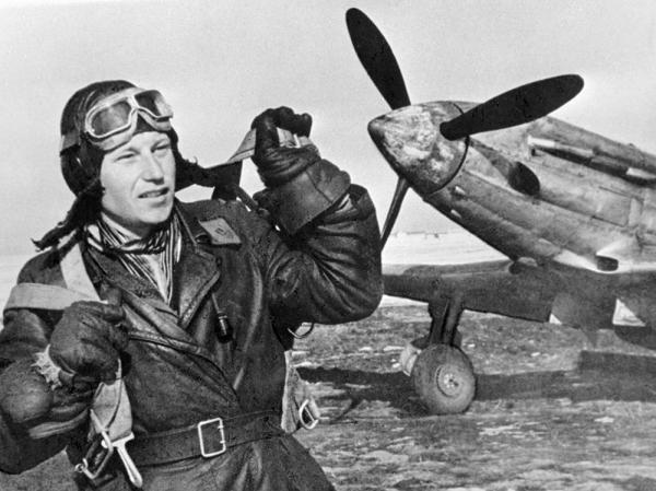 19 августа 1944 Александр Иванович Покрышкин стал первым трижды Героем Советского Союза