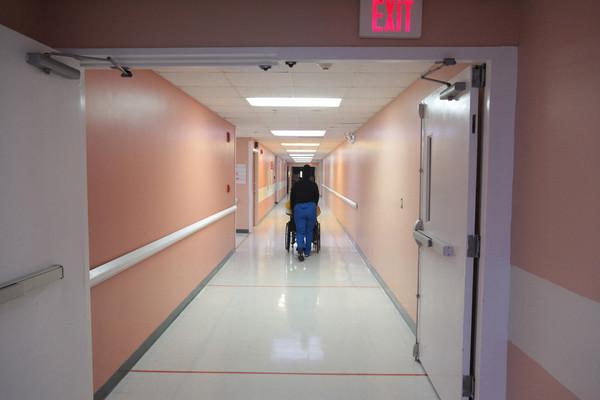 В испанской больнице пациентку разрубило пополам дверьми лифта новости, Испания, больница