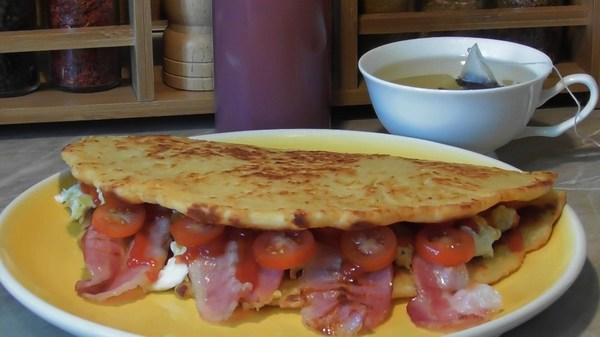 Сытный завтрак из сырной лепешки (рецепт) еда, кулинария, завтрак, рецепт, видео, длиннопост