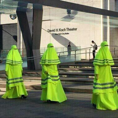 ДПС в Саудовской Аравии Саудовская Аравия, Сотрудники ДПС, дпс, женщина, баянометр молчит, паранджа, шутка- просто шутка