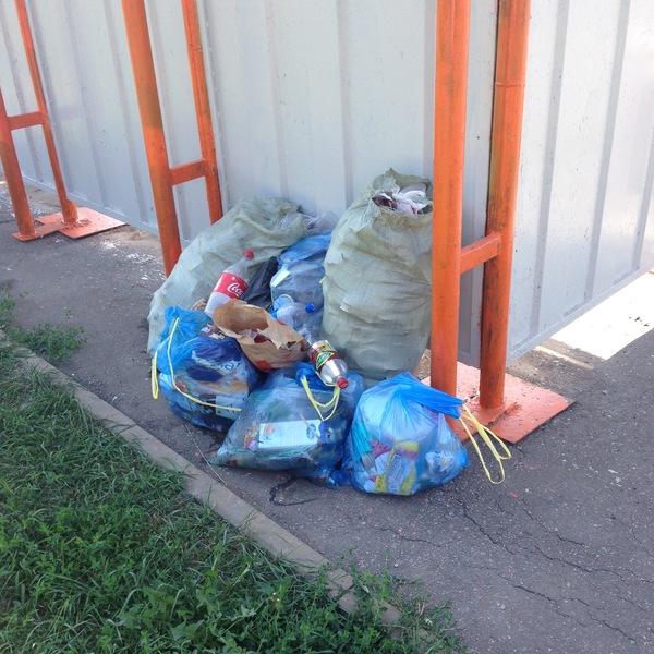Дамский мусоровоз. люди свиньи, не мусорьте!, Мусоровоз, остановка, Белгород, авто
