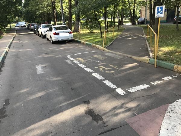 Парковка для инвалидов инвалид, парковка, намек, Россия, пешеходный переход