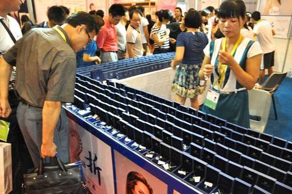 Китайская Анджелина Джоли Китай, подделки брендов, не мое, текст, длиннопост