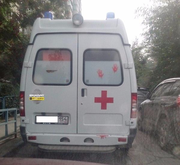 Вот такой устрашающий автомобиль скорой помощи ездит по улицам Новосибирска