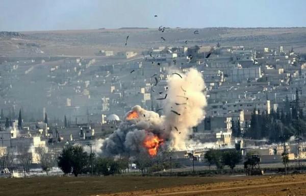 СМИ сообщили о гибели почти 80 человек в Ракке во время ударов коалиции США Политика, война в сирии, Сирия, ракка, авиаудар, США, РИА Новости, новости