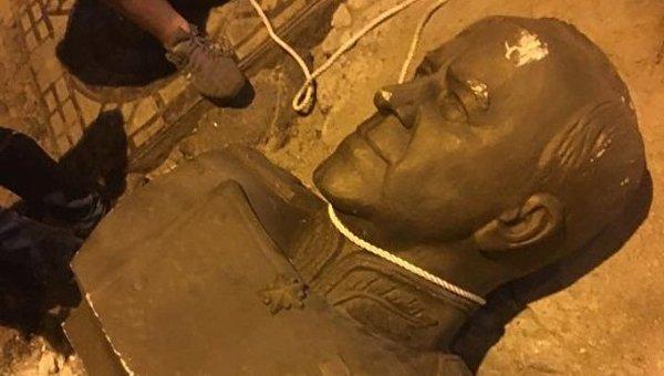 В Одессе разбили бюст маршалу Жукову Одесса, Жуков, Памятник, Украина, Политика