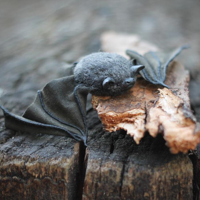 картинка с грустной летучей мышкой известнейших