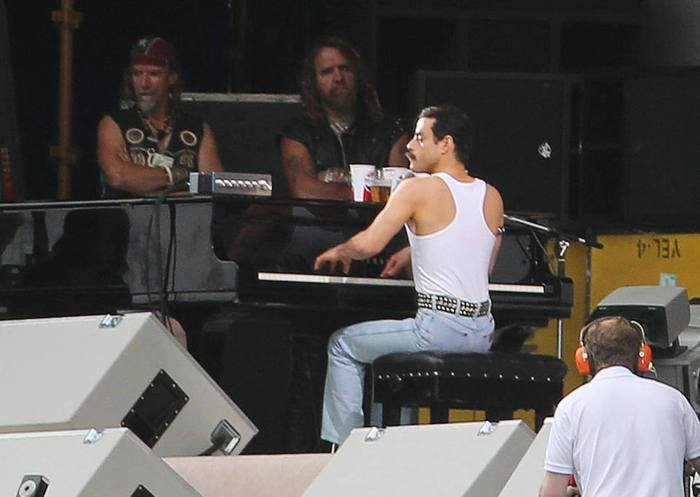 Bohemian Rhapsody est une chanson écrite par Freddie Mercury enregistrée par le groupe de rock britannique Queen pour lalbum A Night at the Opera sorti en 1975