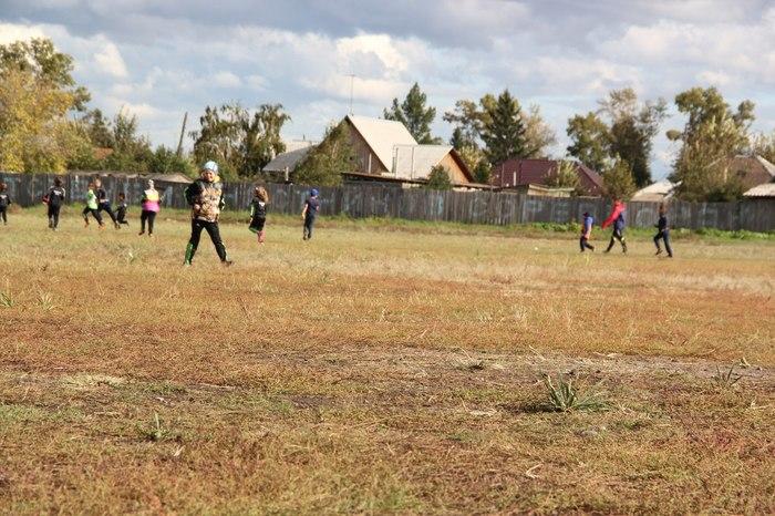 В селе дети пытаются выбить себе футбольное поле Стадион, Проблемы молодежи, Помощь, Резонанс, Абакан, Хакасия, Длиннопост