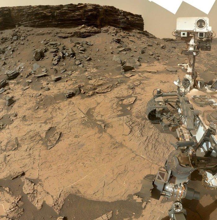 Селфи из кратера Гейл на Марсе