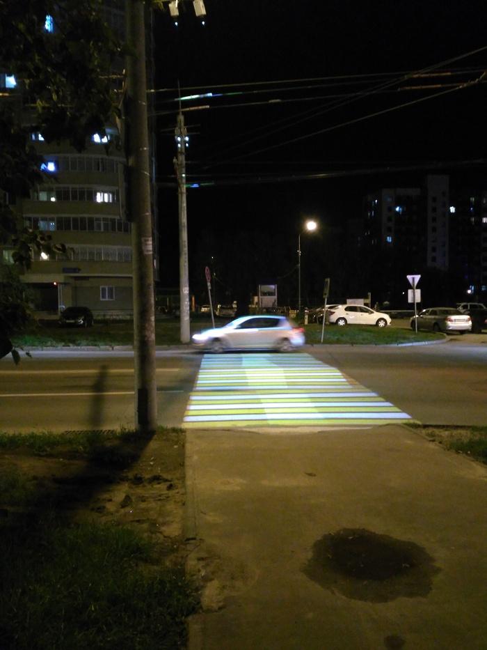 Установили проекторный пешеходный переход Пешеходная зебра, Проектор, Пешеходный переход